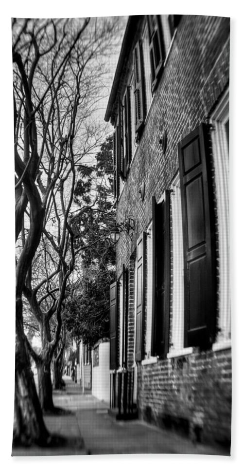 South Hand Towel featuring the photograph Sidewalk Scene-charleston by Andrew Crispi