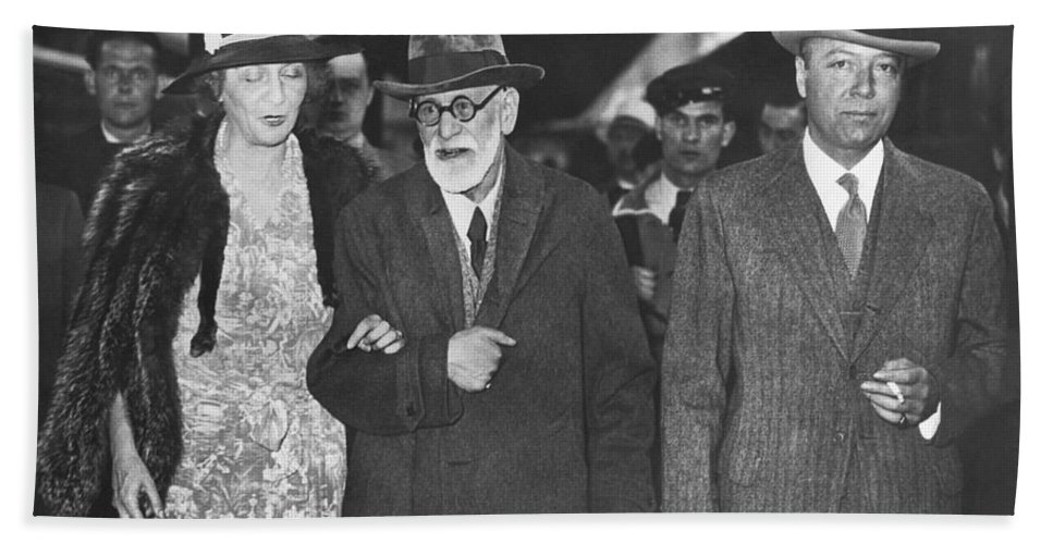 1938 Hand Towel featuring the photograph Sigmund Freud Exiled by Underwood Archives