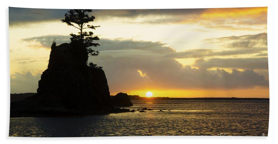 Tree Bath Sheet featuring the photograph Siletz Bay Sunset Oregon 1 by Bob Christopher