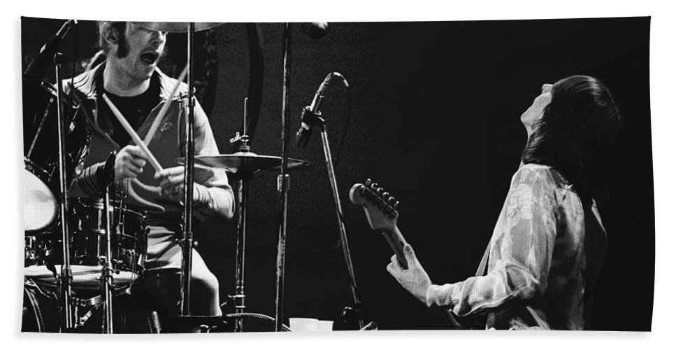 Simon Kirke Bath Sheet featuring the photograph Simon And Mick Of Bad Company In 1977 by Ben Upham