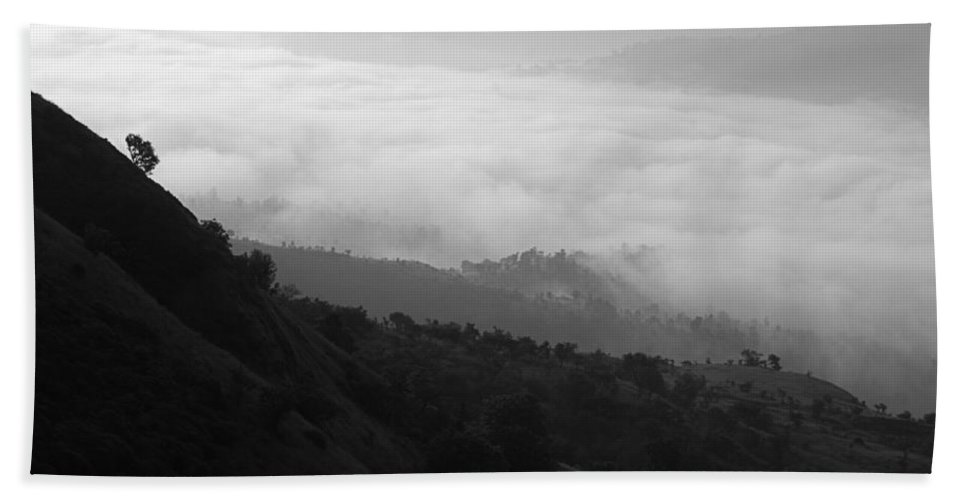 Serene Hand Towel featuring the photograph Skc 0755 Valley Of Clouds by Sunil Kapadia