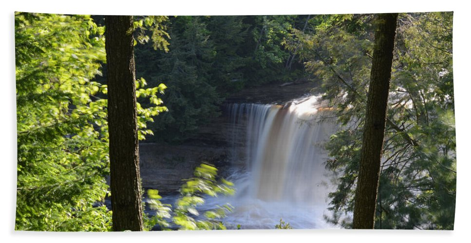 Tahquamenon Falls Bath Sheet featuring the photograph Slow It Down by Linda Kerkau