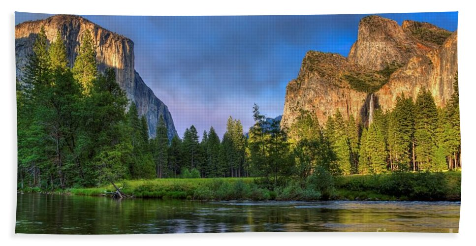 Yosemite Valley Bath Sheet featuring the photograph Smokey Valley by James Anderson