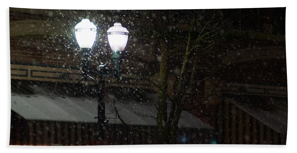 Snow Hand Towel featuring the photograph Snow On G Street In Grants Pass - Christmas by Mick Anderson
