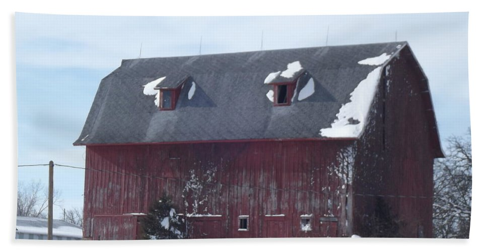 Elkader Iowa Hand Towel featuring the photograph Snow On Roof by Bonfire Photography