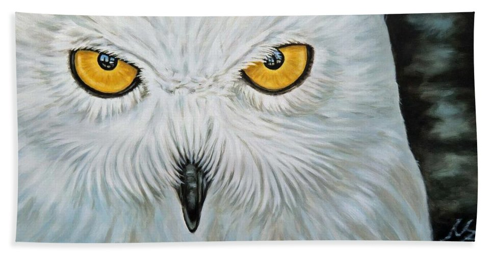 Eule Hand Towel featuring the painting Snow Owl by Nicole Zeug