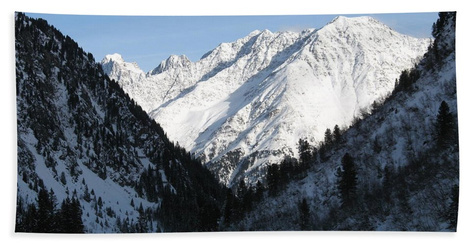 Snow Bath Sheet featuring the photograph Snowwhite Mountain Top by Christiane Schulze Art And Photography