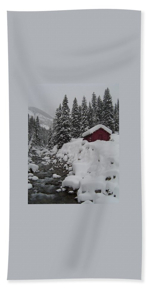 Snow Bath Sheet featuring the photograph Wyoming Snowy Retreat by Stan Scott