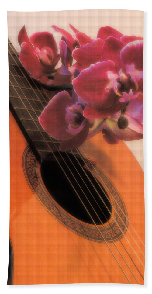 Guitar Hand Towel featuring the photograph Sound And Sight by Tracey Beer