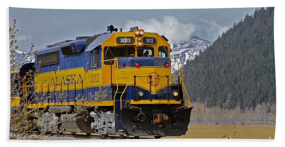 Train Bath Towel featuring the photograph South Bound by Rick Monyahan