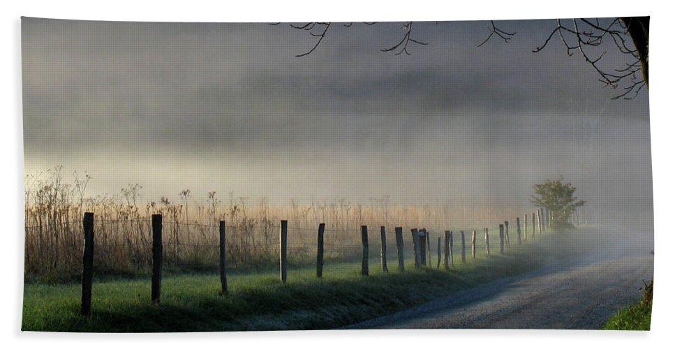 Fence Bath Sheet featuring the photograph Sparks Lane Sunrise by Douglas Stucky