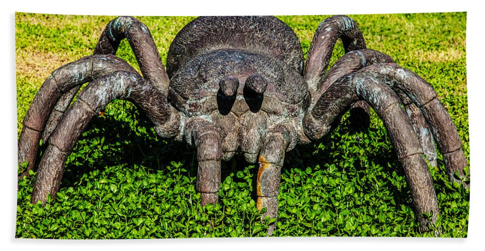 Botanical Garden Bath Sheet featuring the photograph Spider Sculpture by Omaste Witkowski