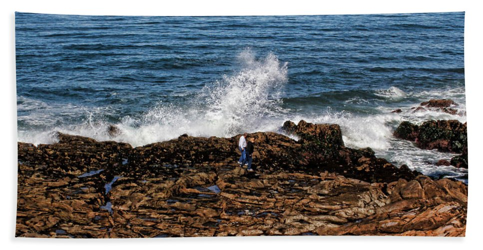 Moonstone Beach Hand Towel featuring the photograph Splash Zone by Judy Vincent