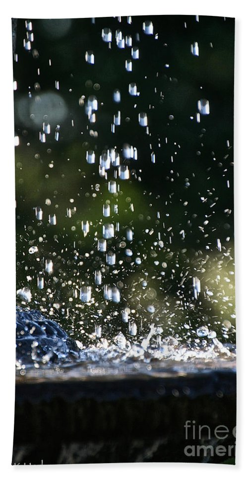 Garden Bath Sheet featuring the photograph Splashing by Susan Herber