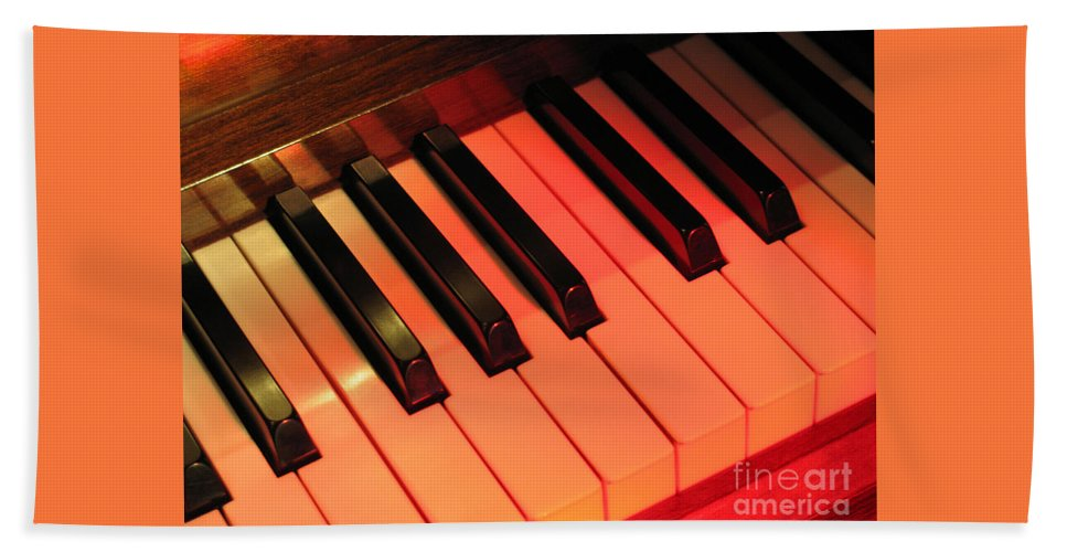Piano Bath Towel featuring the photograph Spotlight On Piano by Ann Horn