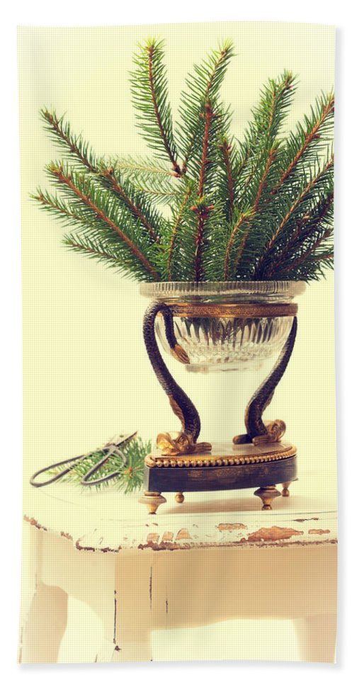 Christmas Hand Towel featuring the photograph Sprigs Of Pine by Amanda Elwell