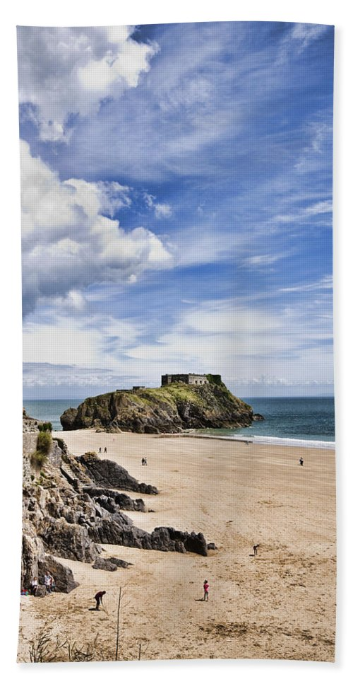 St Catherines Island Bath Sheet featuring the photograph St Catherines Island 1 by Steve Purnell