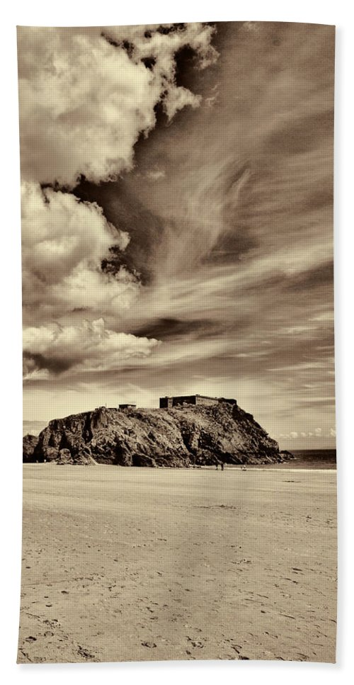 St Catherines Island Hand Towel featuring the photograph St Catherines Island 8 by Steve Purnell