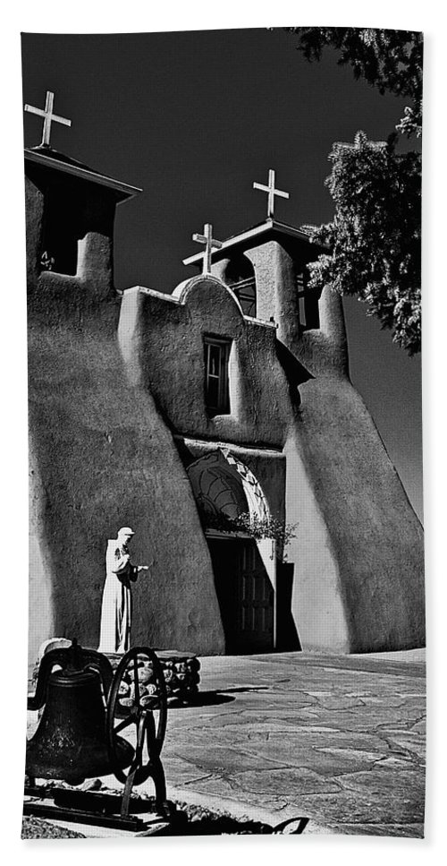 Santa Hand Towel featuring the photograph St Francis In Black And White by Charles Muhle