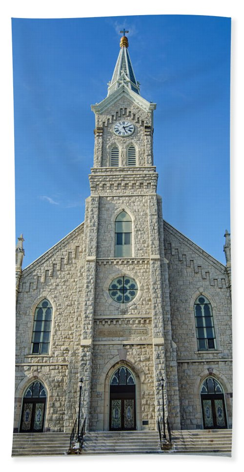 St. Mary's Hand Towel featuring the photograph St. Mary's In Port Washington by Susan McMenamin