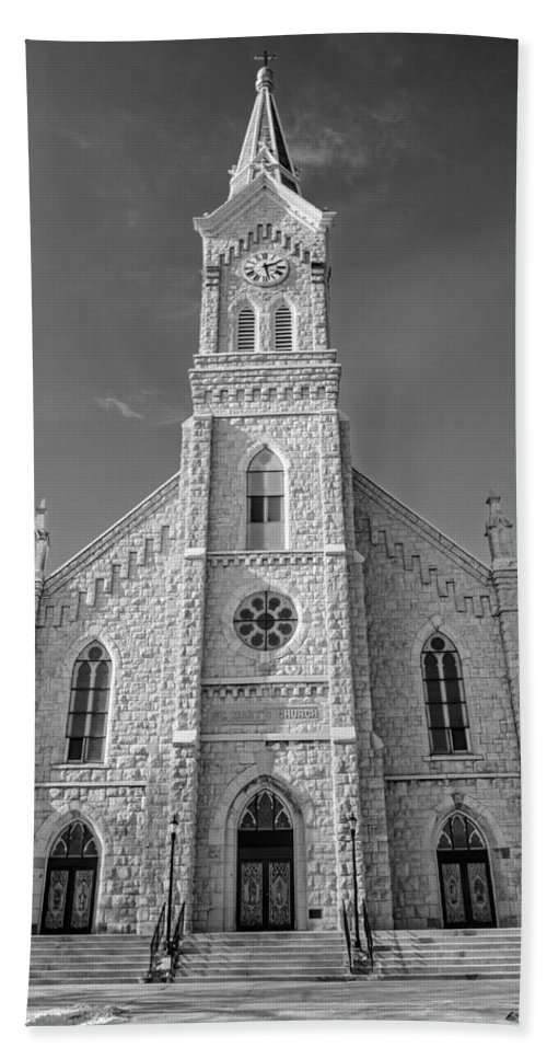 St. Mary's Hand Towel featuring the photograph St. Mary's Of Port Washington B-w by Susan McMenamin