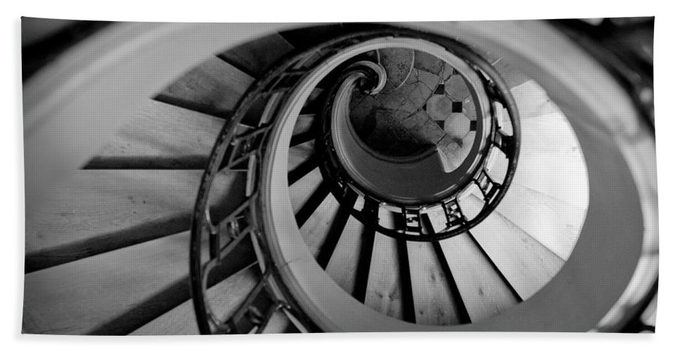 B&w Bath Towel featuring the photograph Staircase by Sebastian Musial