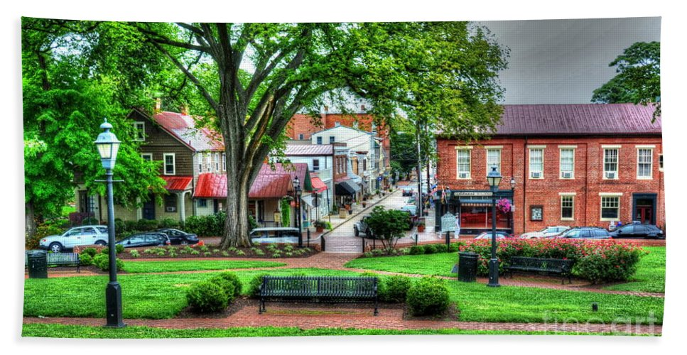Annapolis Hand Towel featuring the photograph State House Grounds by Debbi Granruth