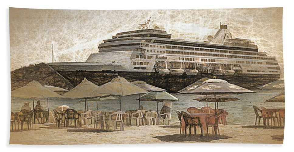 Tourism Hand Towel featuring the photograph Statendam by Maria Coulson
