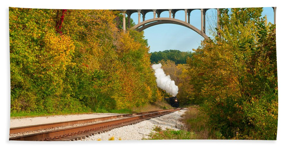 Cleveland Bath Sheet featuring the photograph Steam Train Rounding The Curve by Kenneth Sponsler