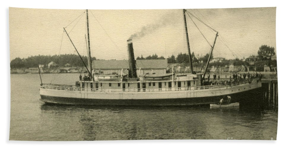 Steamer Eureka Bath Sheet featuring the photograph Steamer Eureka At Old Whaf Santa Cruz California Circa 1907 by California Views Archives Mr Pat Hathaway Archives