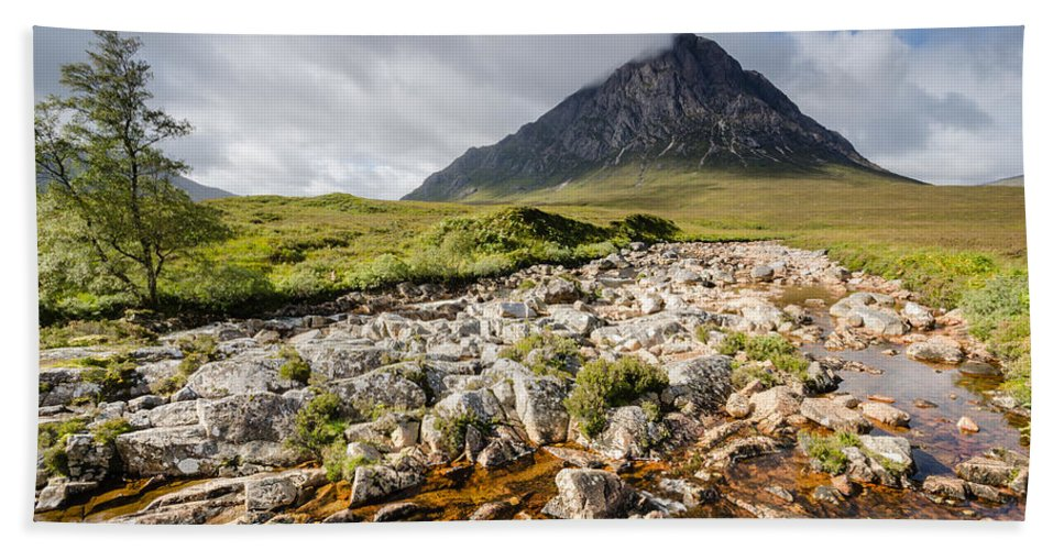 Buachaille Etive Mor Bath Sheet featuring the photograph Stob Dearg Mountain by David Head