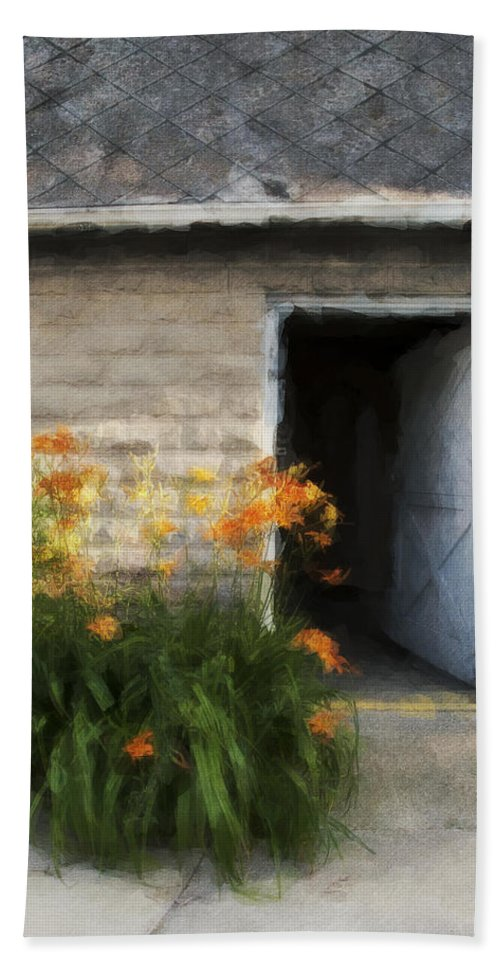 Flowers Bath Towel featuring the photograph Stone Barn Neo by David Lange