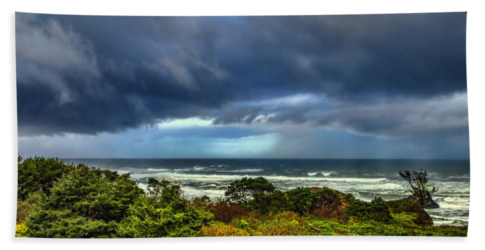 Seal Rock Hand Towel featuring the photograph Storm On Oregon Coast by Diana Powell