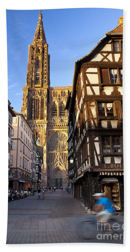 Cathedral Bath Sheet featuring the photograph Strasbourg Cathedral by Brian Jannsen