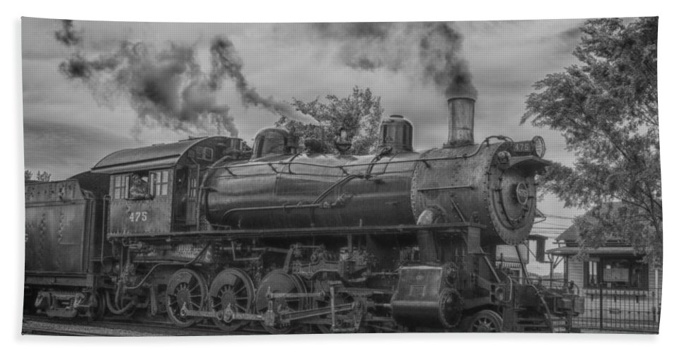 Guy Whiteley Photography Bath Sheet featuring the photograph Strasburg Rail 475 In Hdr by Guy Whiteley