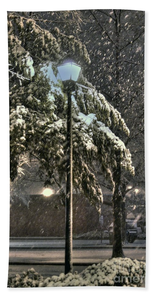 Street Lamp Bath Sheet featuring the photograph Street Lamp In The Snow by Benanne Stiens