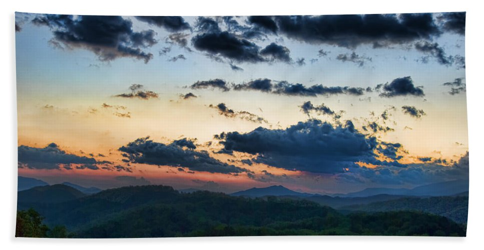 Tennessee Hand Towel featuring the painting Sundown by Steven Richardson