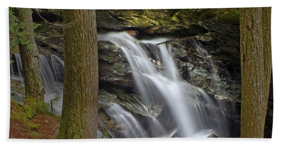 Waterfall Bath Sheet featuring the photograph Sunlight On Bingham Falls by John Vose