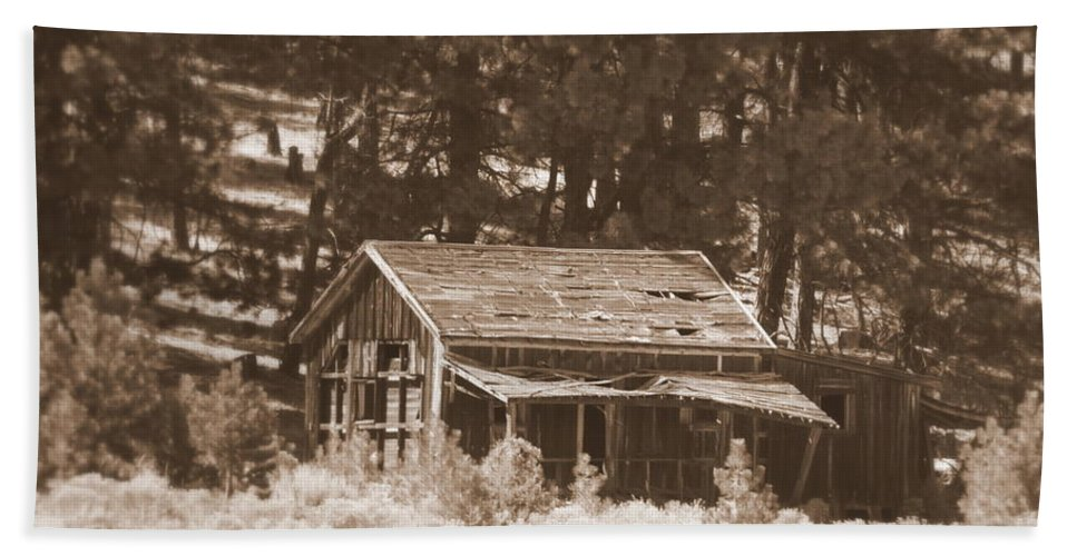 Homestead Hand Towel featuring the photograph Sunny With Two Porches by Carol Groenen