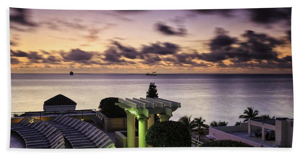 Sunrise Hand Towel featuring the photograph Sunrise In Ft. Lauderdale by Fran Gallogly