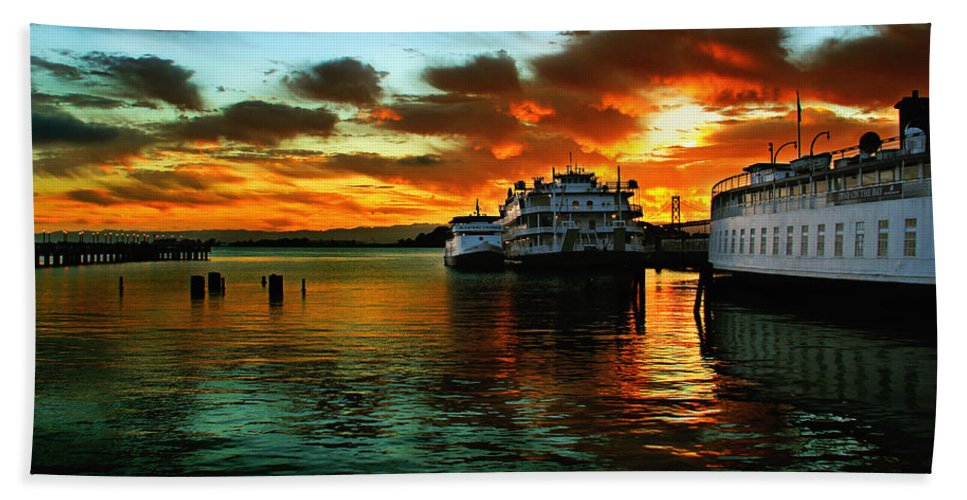 Sunrise Bath Sheet featuring the photograph Sunrise In San Francisco by Shawn McMillan