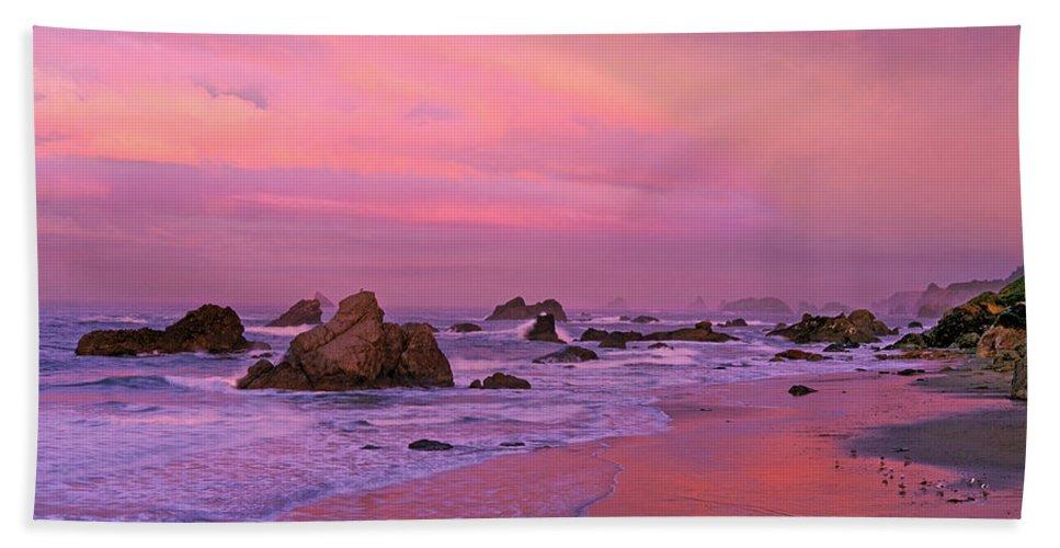 Oregon Bath Towel featuring the photograph Sunrise On Sea Stacks Harris Sb Oregon by Dave Welling