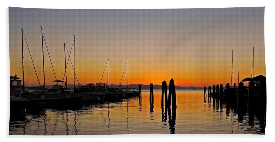 North America Bath Sheet featuring the photograph Sunset At Burlington Bay - Vermont by Juergen Weiss