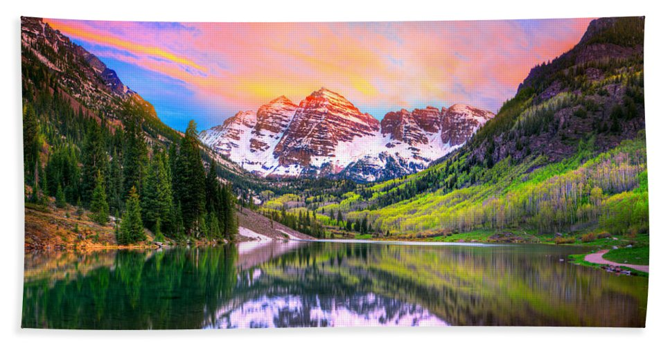 Sunset At Maroon Bells And Maroon Lake Aspen Co Bath Towel