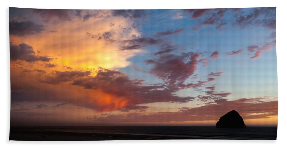 Kiwanda Rock Hand Towel featuring the photograph Sunset At Pacific City by Christopher D Elliott