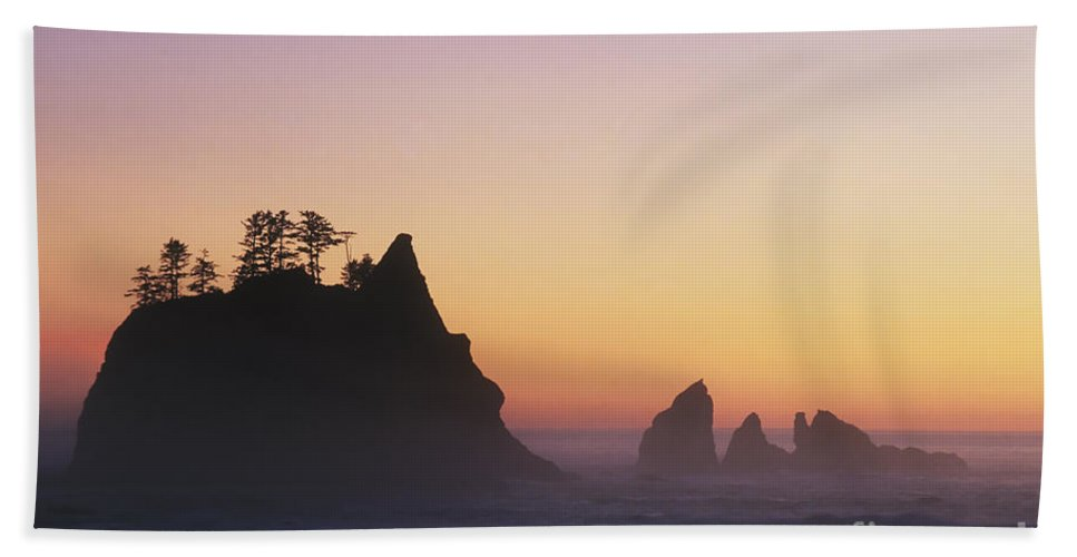 Nature Bath Sheet featuring the photograph Sunset At Point Of The Arches by David Davis
