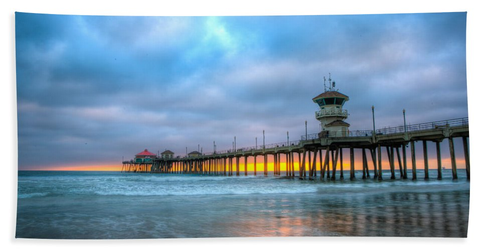 Annual Conference Hand Towel featuring the photograph Sunset Beneath The Pier by Andrew Slater
