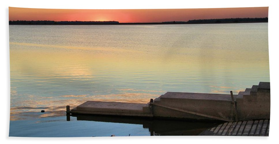 Sunset Fishing Bath Sheet featuring the photograph Sunset Fishing by Dan Sproul
