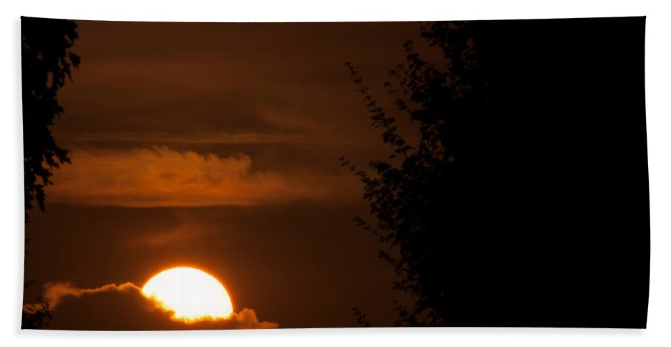 Airport Hand Towel featuring the photograph Sunset by Miguel Winterpacht