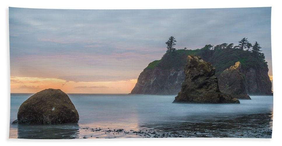 Olympic National Park Hand Towel featuring the photograph Sunset On The Rocks by Kristopher Schoenleber